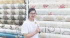 中網市場ChinaOMP.com_中網頭條發布: 義烏國際商貿城銘隆墻紙商行專業批發各種花式PVC墻紙、3D立體墻貼、靜電膜、金箔、窗花等裝飾產品