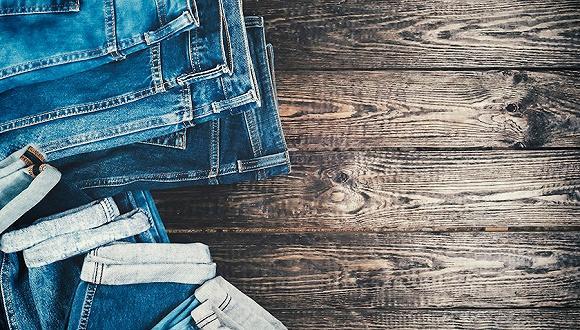 要让做旧牛仔裤的工艺更环保 现在有了新技术