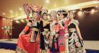 中国网上市场ChinaOMP.com_云南楚雄彝族特色服装展示发布会在?#26412;?#21484;开