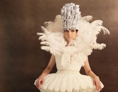 《黑暗中的舞者》——时装与音乐的视听盛宴