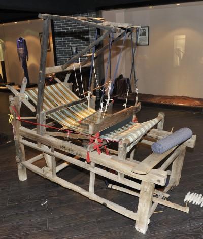 图为老式织布机图片
