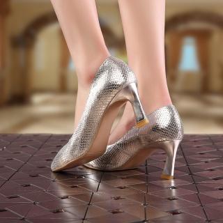 秋季新款女单鞋欧洲站明星同款蛇纹真皮女鞋新潮款